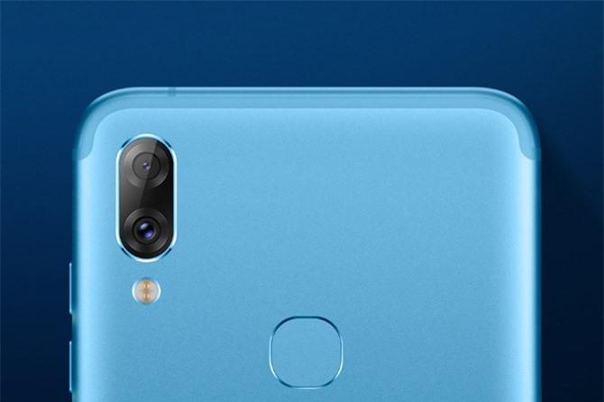 Hai camera sau của Lenovo S5 Pro có độ phân giải 12 MP, khẩu độ f/1.8 cho khả năng lấy nét theo pha và cảm biến phụ 20 MP, f/2.6 giúp zoom quang học 2x. Bộ đôi này có đèn flash LED, hỗ trợ quay video 4K.