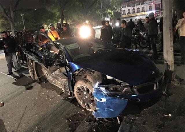 BMW i8 gặp nạn.