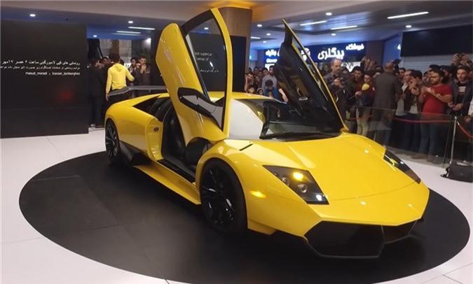 Cận cảnh Lamborghini Murcielago 'made in Iran' sử dụng động cơ Hyundai. Với mong muốn tái sinh huyền thoại Lamborghini Murcielago, nhóm kỹ sư người Iran đã mất 4 năm để xây dựng nên bản sao siêu xe này với độ hoàn thiện chi tiết cực cao. (CHI TIẾT)