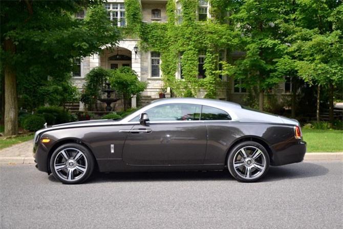 10. Rolls-Royce Wraith. Động cơ Twin-Turbo V12 6,6 lít, sản sinh công suất tối đa 624 mã lực, mô-men xoắn cực đại 800 Nm.