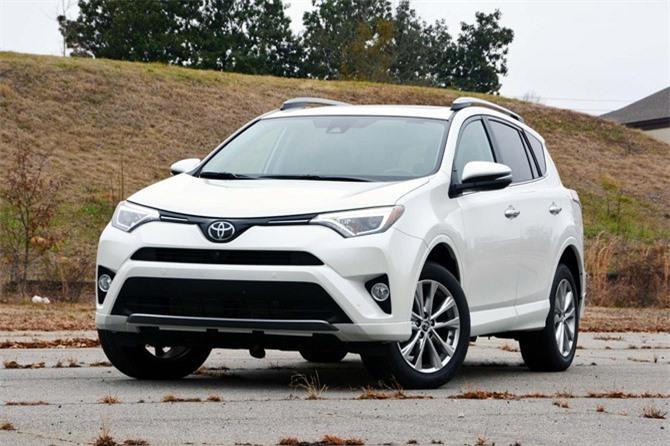 4. Toyota RAV4 (doanh số: 319.145 chiếc).