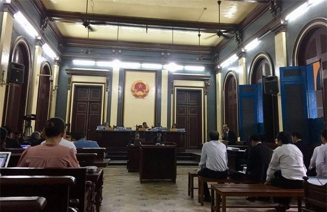 Toàn cảnh phiên xét xử chiều ngày 19/10 (Ảnh: ĐL).