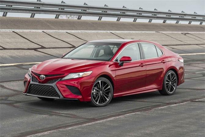 7. Toyota Camry (doanh số: 262.887 chiếc).
