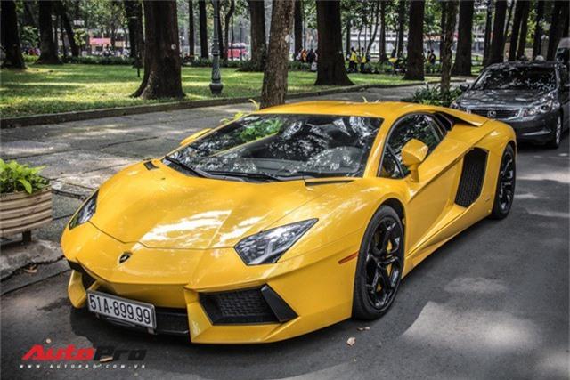 Loạt siêu xe biển đẹp tứ quý 9, tứ quý 8, hai ông thần tài lớn tụ hội tại Sài Gòn. Loạt xe của Lamborghini, McLaren đeo biển khủng vừa có dịp tụ hội, thu hút sự chú ý của người dân Sài Gòn. (CHI TIẾT)