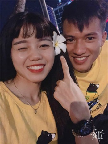 Ngoc Thang an tuong boi nu cuoi tuoi roi cua Hoang Quynh.