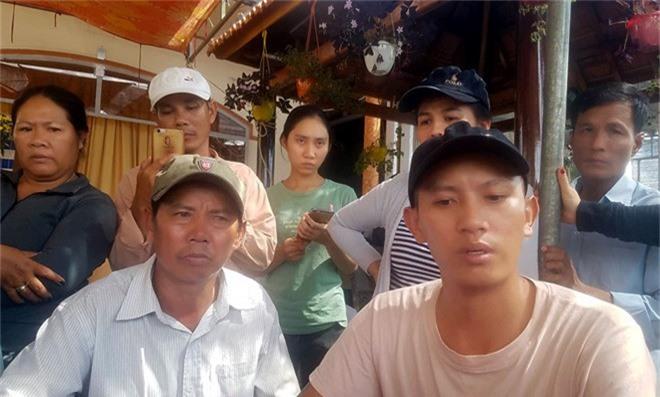 Chủ nhà trọ tự tử tại trụ sở công an có 6 vết thương chí mạng. Phó giám đốc Bệnh viện đa khoa khu vực Ninh Hòa, cho biết, bà Huỳnh Thị Nhung trong tình trạng nguy kịch với 5 vết thương sâu: 3 vết thương dưới ngực; 2 vết thương ở ngực, một vết thương sâu ở cổ. (CHI TIẾT)