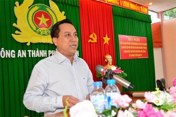 Chủ tịch UBND TP Trà Vinh bị cách chức. Ngoài cảnh cáo 2 cán bộ, UBKT Trung ương còn quyết định cách chức đối với ông Diệp Văn Thạnh, Phó Bí thư Thành ủy, Chủ tịch UBND thành phố Trà Vinh. (CHI TIẾT)