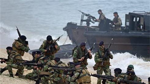 Các binh sĩ tham gia cuộc tập trận Trident Juncture của NATO hồi năm 2015. Ảnh: AFP.