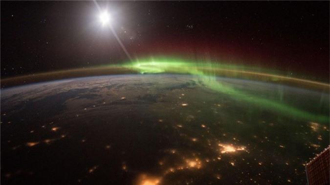 Cực quang nhìn từ vũ trụ.