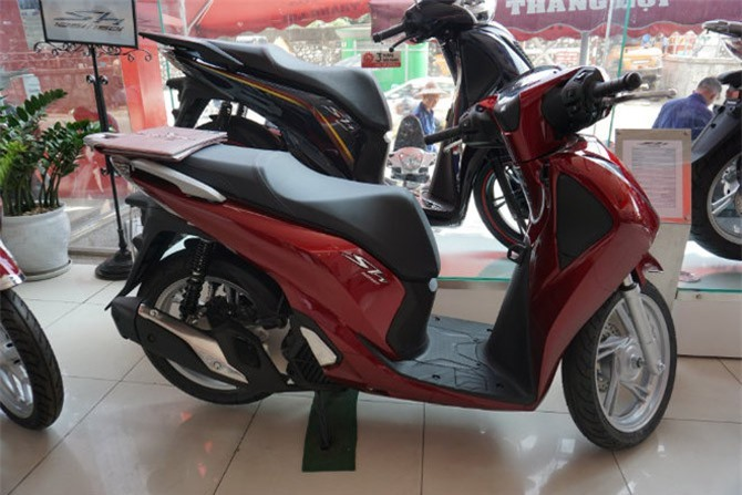 Honda SH 125 màu đỏ.