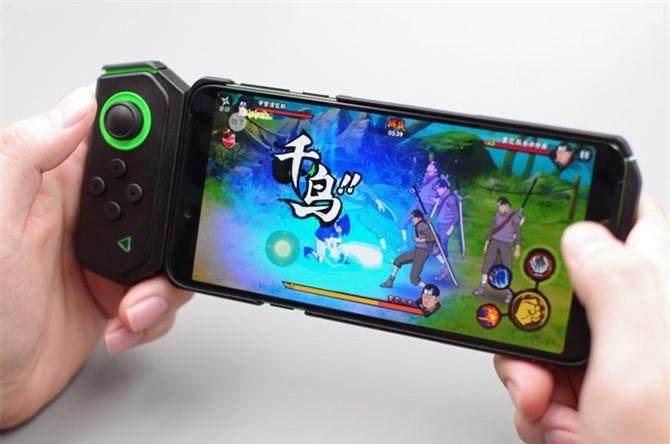 Xiaomi Black Shark Helo có khả năng kết nối với tay cầm.