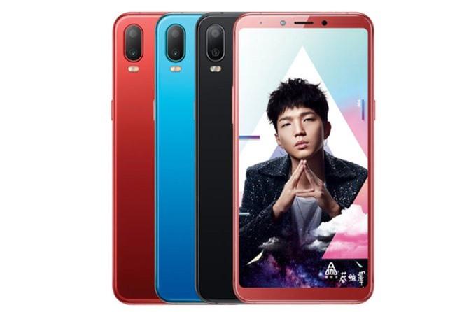 Samsung Galaxy A6s có 4 tùy chọn màu sắc gồm đen, đỏ, tím và xanh. Máy được lên kệ tại Trung Quốc từ ngày 1/11. Giá của phiên bản ROM 64 GB là 1.799 Nhân dân tệ (tương đương 6,05 triệu đồng). Phiên bản ROM 128 GB có giá 2.199 Nhân dân tệ (7,40 triệu đồng).