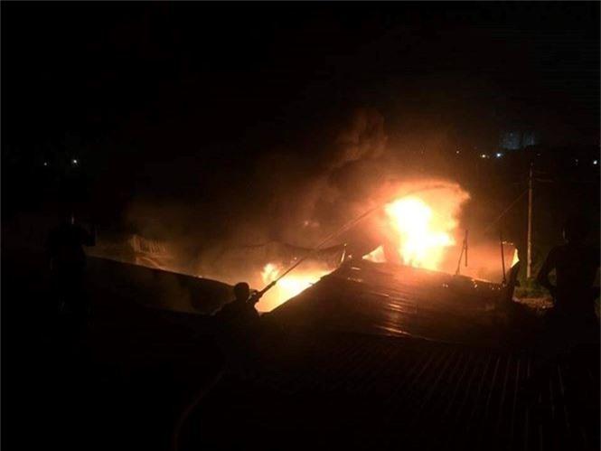 Cháy liên tiếp trong đêm tại Nghệ An gây thiệt hại hàng tỉ đồng - ảnh 3