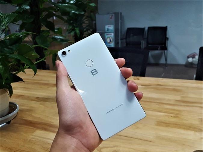 Bphone 3 cháy hàng - khó mua, nhiều người hâm mộ mạnh tay mua hẳn Bphone 3 Pro