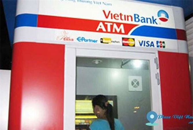 Bắt đối tượng rút trộm tiền của hàng loạt khách hàng Vietinbank. Ngày 26/10, đại diện Ngân hàng TMCP Công thương Việt Nam (Vietinbank) cho biết, cơ quan công an đã bắt được đối tượng liên quan đến vụ hàng loạt khách hàng sử dụng ATM của ngân hàng này bị rút trộm tiền. (CHI TIẾT)