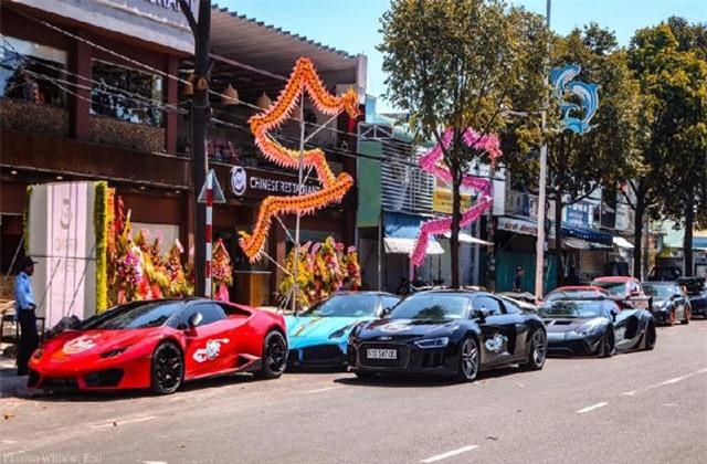 Dàn siêu xe tụ hội dự khai trương nhà hàng của Cường 'Đô la'