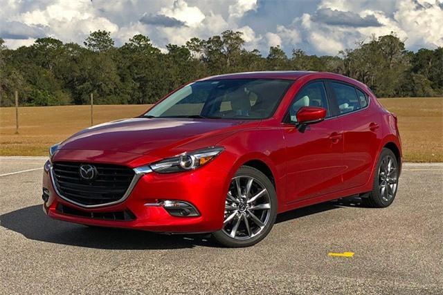 6. Mazda 3 Touring Hatchback 2018 (giá khởi điểm: 21.890 USD).