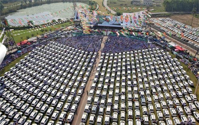 600 chiếc xe được ông chủ hào phòng này tặng cho các nhân viên.