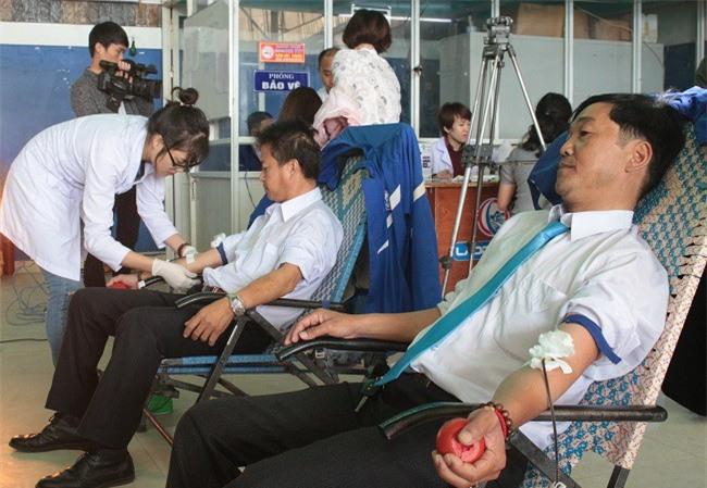 """-Do thời gian chuẩn bị quá gấp gáp nên lần này có hơn 30 """"bác tài"""" LADO taxi tham gia hiến máu (Ảnh: VH)"""