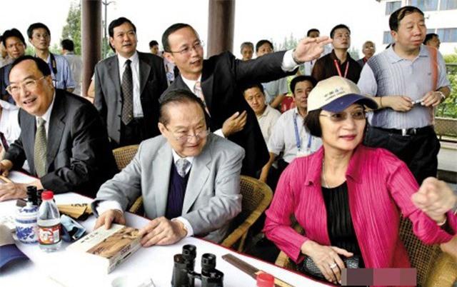 Kim Dung và người vợ thứ 3.