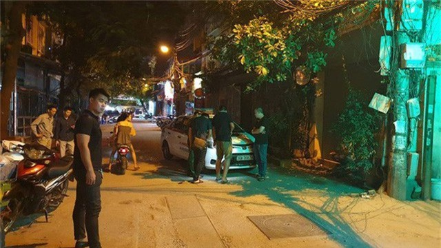Hà Nội: Người dân kể lại giây phút tài xế Mazda CX-5 rút súng bắn rồi đánh và lái xe chèn qua nạn nhân  - Ảnh 3.