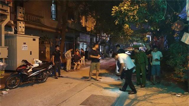 Hà Nội: Người dân kể lại giây phút tài xế Mazda CX-5 rút súng bắn rồi đánh và lái xe chèn qua nạn nhân  - Ảnh 4.