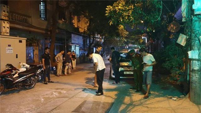 Hà Nội: Người dân kể lại giây phút tài xế Mazda CX-5 rút súng bắn rồi đánh và lái xe chèn qua nạn nhân  - Ảnh 7.