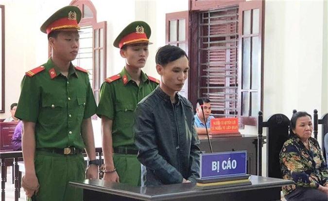 Bị cáo Nguyễn Mạnh Hùng. Ảnh: PLO.