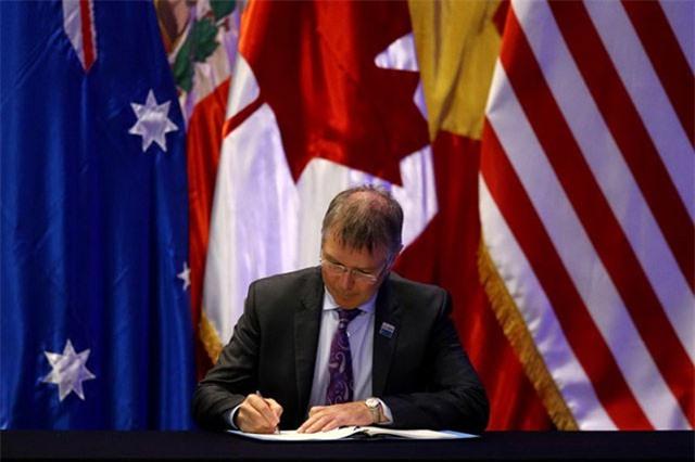Bộ trưởng Thương mại và Xuất khẩu New Zealand David Parker ký thỏa thuận.