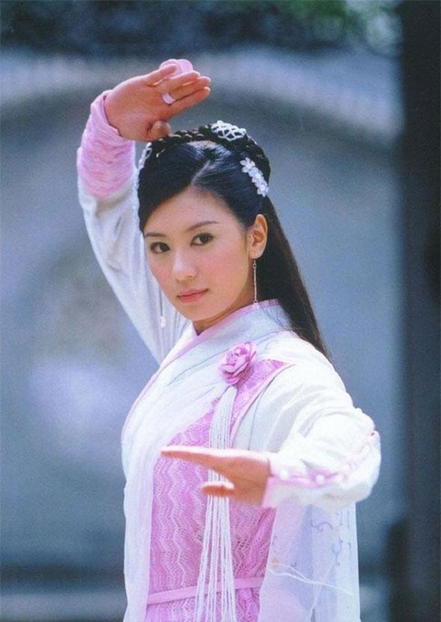 Triệu Mẫn - Phim Ỷ thiên đồ long ký 2003.