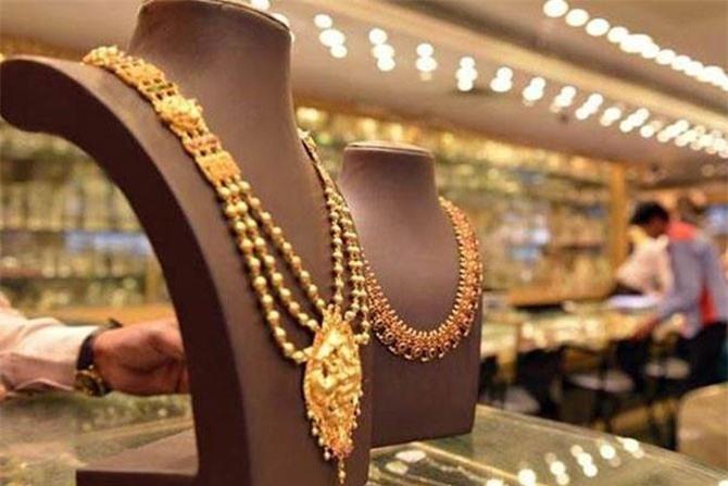 Giá vàng thế giới giảm mạnh.