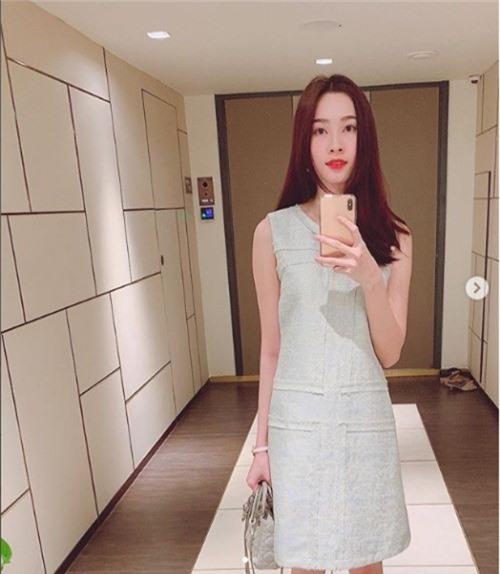 Hoa hậu Đặng Thu Thảo selfie khoe nhan sắc gái một con mặn mà nhưng lộ vóc dàng gầy gò khiến fan lo lắng.