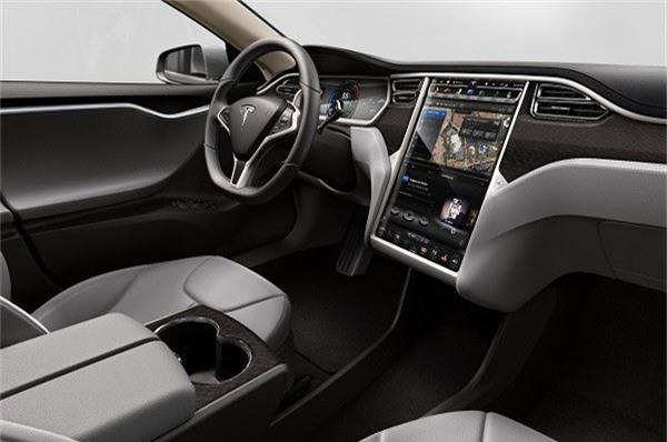 Nội thất của xe đơn giản nhưng vô cùng sang trọng, tiện nghi.