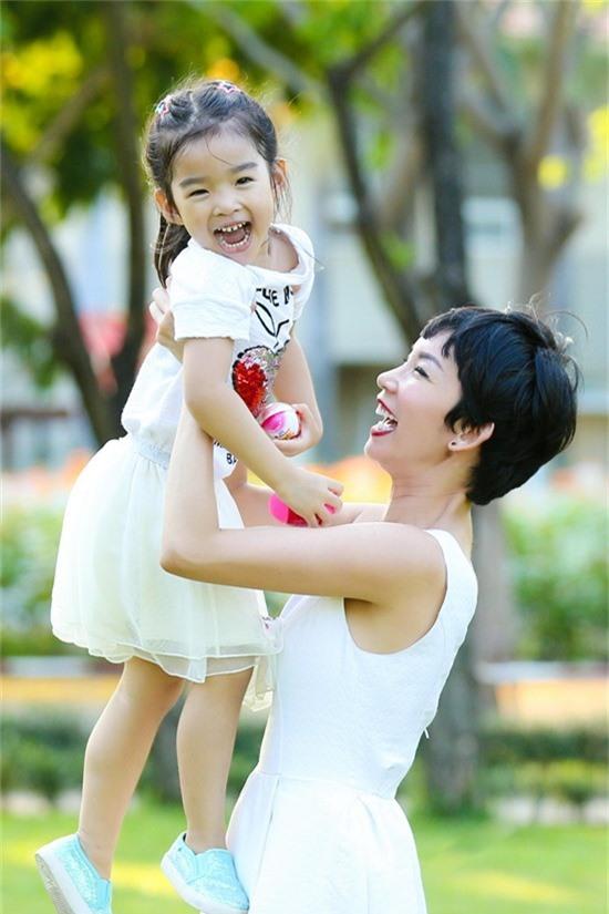 Hôn nhân không trọn vẹn của dàn chân dài đình đám showbiz Việt một thời-4