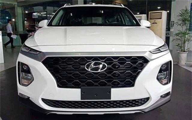 Hé lộ hình ảnh Hyundai Santa Fe 2019 lắp ráp trong nước. Chiếc Hyundai Santa Fe được xuất xưởng từ nhà máy tại Ninh Bình được hé lộ sớm. Xe thuộc bản tiêu chuẩn, máy dầu. (CHI TIẾT)