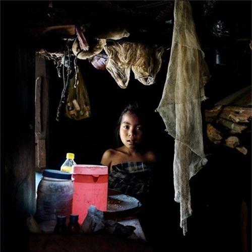Mỗi khi bé gái trong làng chào đời, người dân bộ lạc Khasi lại mở tiệc đón mừng.