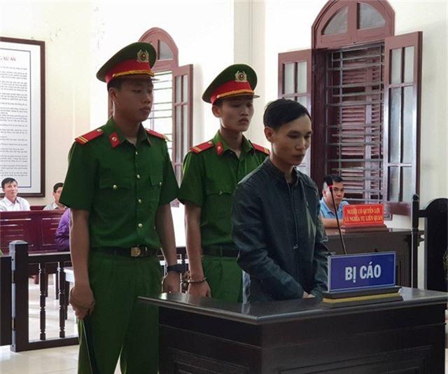 Bị cáo Nguyễn Mạnh Hùng tai phiên tòa.