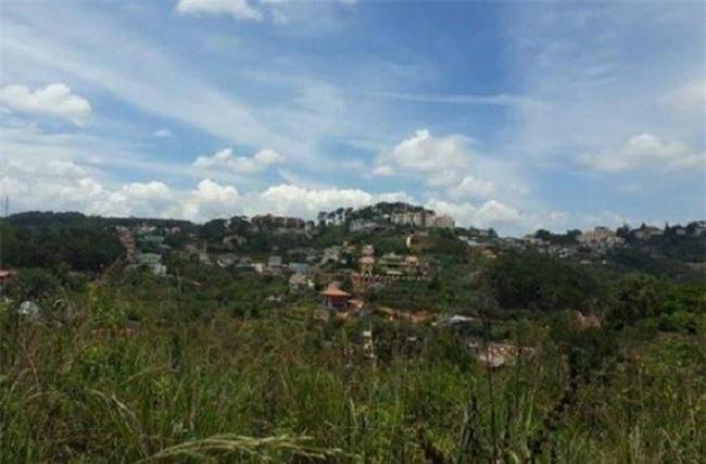 -Dự án đầu tư xây dựng khu dân cư, chỉnh trang đô thị khu vực đồi Rô Bin vừa bị UBND tỉnh Lâm Đồng thu hồi, chấm dứt đầu tư (Ảnh: VH)