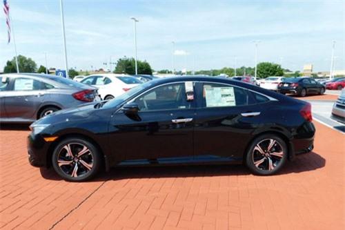 8. Honda Civic (doanh số: 22.450 chiếc).