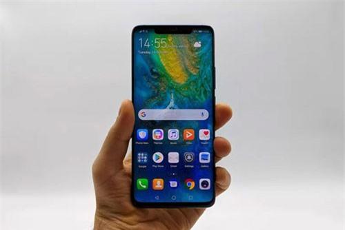 """Huawei Mate 20 Pro dùng tấm nền OLED kích thước 6,39 inch, độ phân giải 2K Plus (3.120x1.440 pixel), mật độ điểm ảnh 538 ppi. Màn hình này được thiết kế cong 2 cạnh viền, tỷ lệ 19,5:9, thiết kế dạng """"tai thỏ"""". Màn hình của cả 2 đều tích hợp công nghệ HDR10."""
