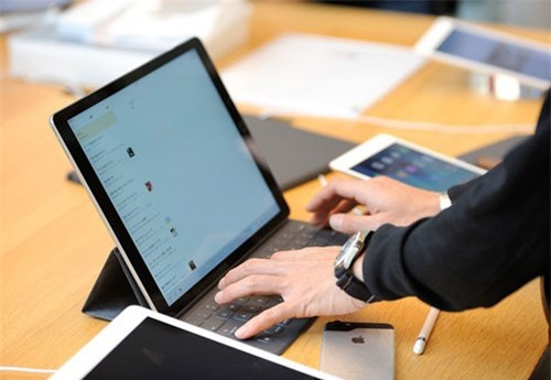 Mảng kinh doanh máy tính bảng toàn cầu giảm.
