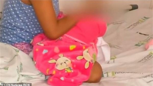 Bé gái 10 tuổi sinh con sau khi bị chính anh trai của mình cưỡng hiếp khiến nhiều người phải sốc