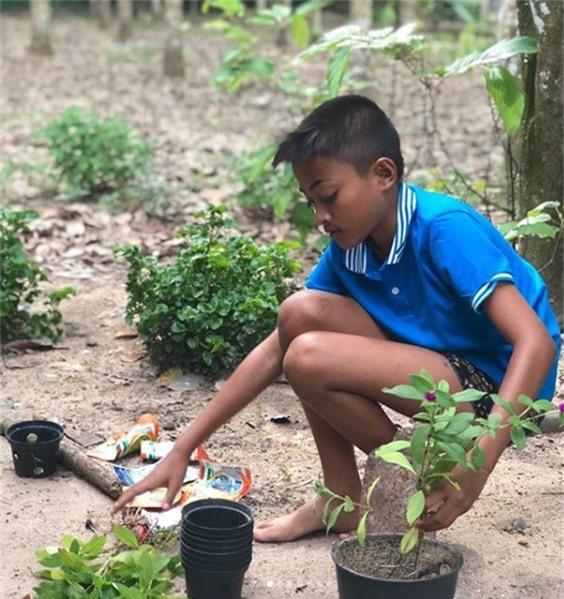 Cậu bé Nes, 12 tuổi, đến từ Phang Nga, Thái Lan.
