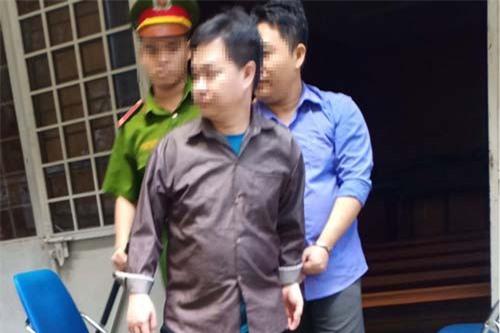 Bị cáo Trần Quốc Vinh (áo nâu) bị tuyên 4 năm tù giam vì tội cướp giật tài sản