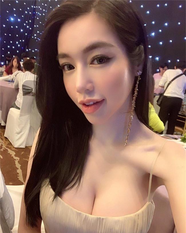 Đăng ảnh xinh đẹp, nhưng Elly Trần lại khiến nhiều người hết hồn vì điểm này trên cơ thể - Ảnh 1.