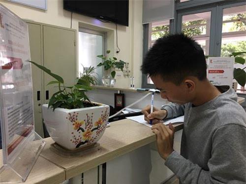 Quang Quốc Việt làm thủ tục nhập học ngày 8/11 tại trường ĐH Bách khoa Hà Nội - Nghiêm Huê