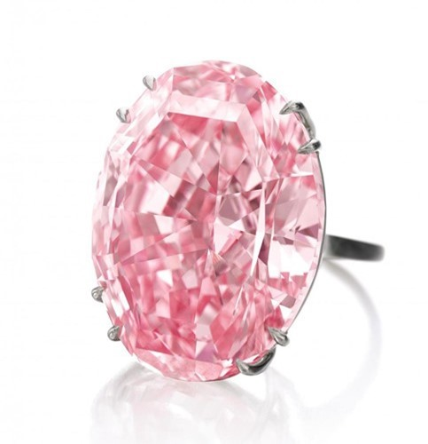Pink Star có hình oval, được mài giũa và đánh bóng từ một viên kim cương thô nặng 132,5 carat. Ảnh: artnet News.