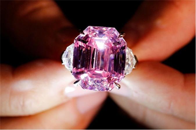 Viên kim cương hình chữ nhật được xếp hạng
