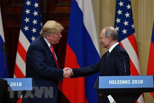 Tổng thống Mỹ Donald Trump (trái) và Tổng thống Nga Vladimir Putin trong cuộc họp báo chung kết thúc Hội nghị thượng đỉnh ở Helsinki, Phần Lan ngày 16/7. (Nguồn: AFP/TTXVN).
