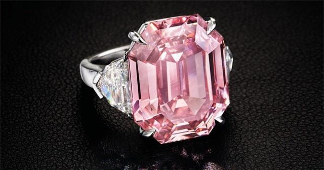 Trên thế giới chỉ có hơn 10 viên kim cương có kích thước lớn như vậy đã từng được đấu giá trong 250 năm qua. Ảnh: Christie's Images LTD.